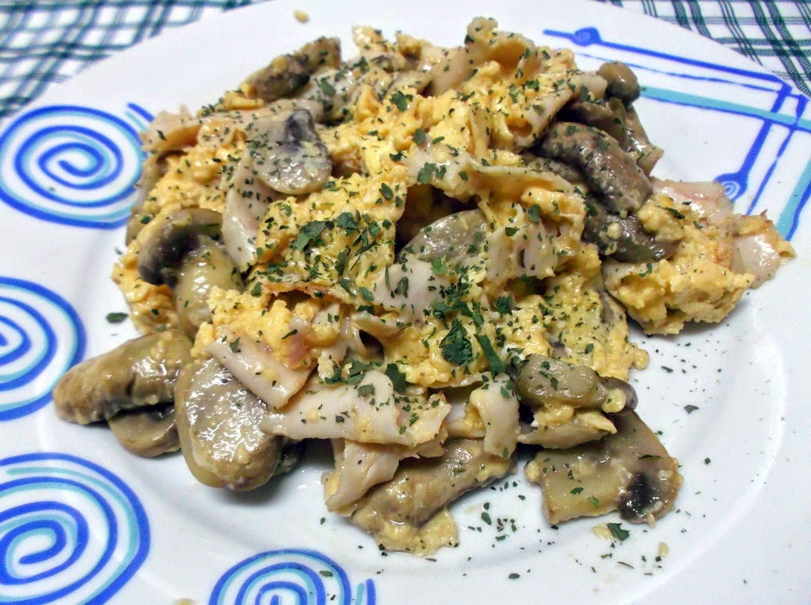 Ovos Mexidos com Cogumelos-Frescos-Fiambre-de-Frango