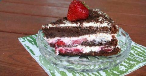 Bolo-de-Chocolate-e-Morango