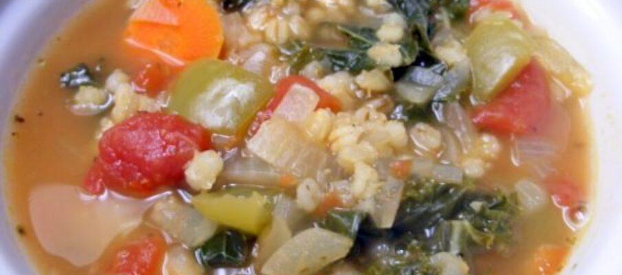 Sopa-Rustica-de-Couve-e-Cevada