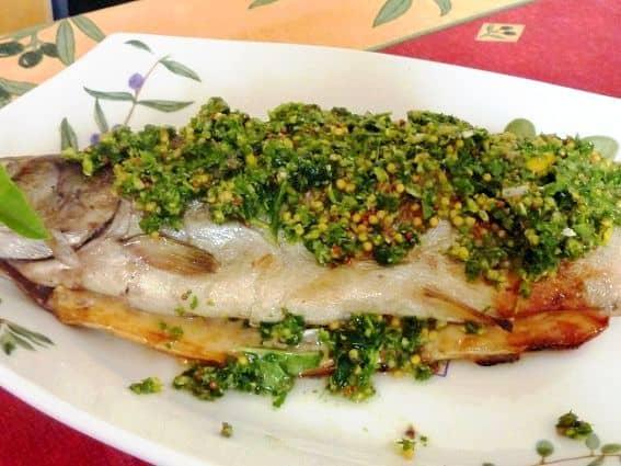 Truta-Grelhada-com-Salsa-Verde